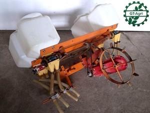 B6h3855 型式不明 施肥播種機 4条 管理機用 牽引