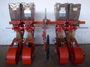 e3510 サン機工 さばける SO-400 4連施肥播種機 肥料散布機 種まき機