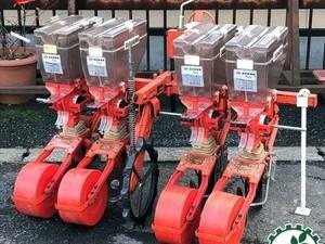 Dg191773 サン機工 SO-400 さばける号 施肥播種機 4条 ■2枚ディスクタイプ■ 肥料散布機 トラクター用アタッチメント 4連*